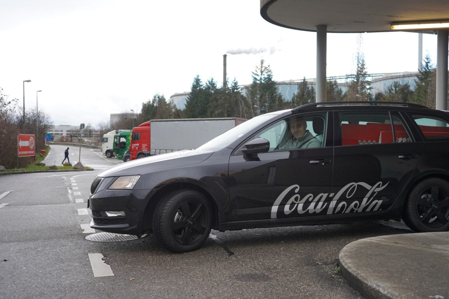Coca-Cola customer advisors, such as Gregor Reinau with the Skoda Octavia Combi 1.5 G-TEC, have been driving climate-friendly with CNG for a year. Source: CNG-Mobility.ch
