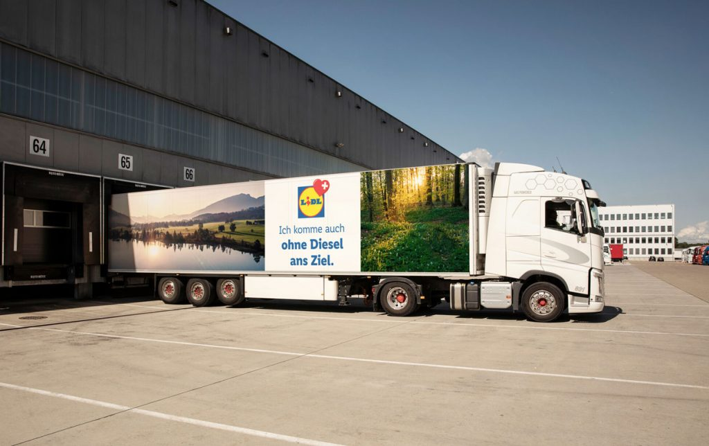 After the commissioning of a first fleet of LNG trucks, Lidl Switzerland now uses compressed natural gas (CNG) trucks to supply its stores.